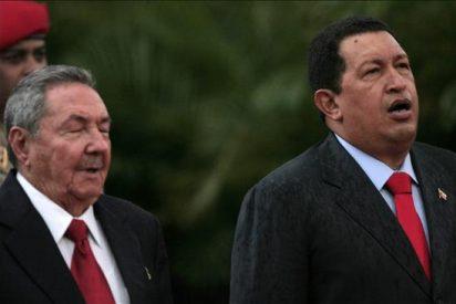 Hugo Chávez se reúne con Raúl Castro y habla con Fidel