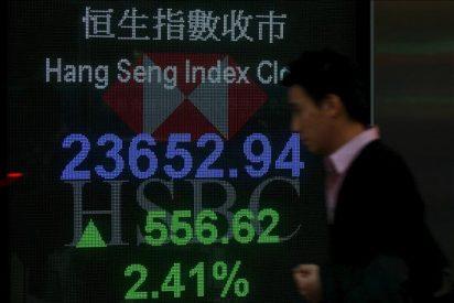 El índice Hang Seng baja 112,07 puntos, 0,45% a media sesión, hasta 24.852