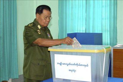 El partido de la Junta Militar en Birmania dice que ganó con el 80% de los votos