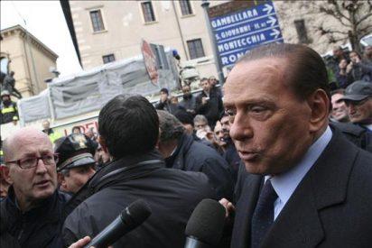 Coches con chicas entraron sin control alguno en la residencia de Berlusconi