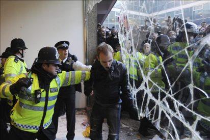 Evacúan la sede del Partido Conservador británico por una protesta estudiantil