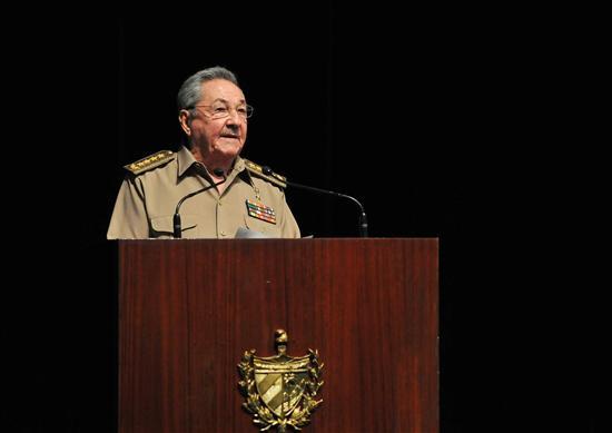 Raúl Castro abre seminario de dirigentes que conducirán debate sobre reformas