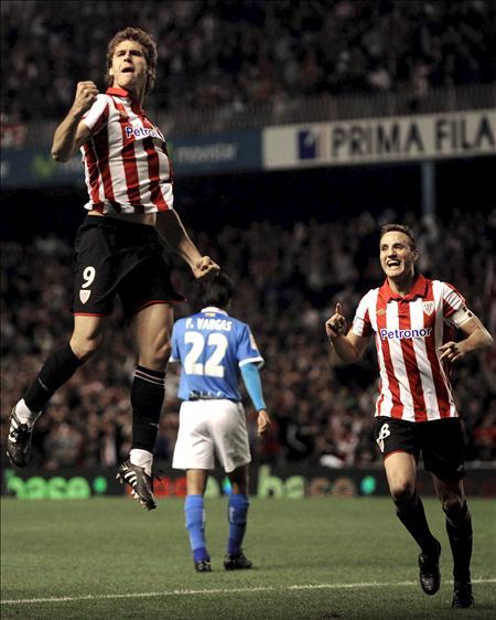 1-0. El Athletic aguanta con nueve jugadores los 3 puntos que le dio Llorente ante el Almería