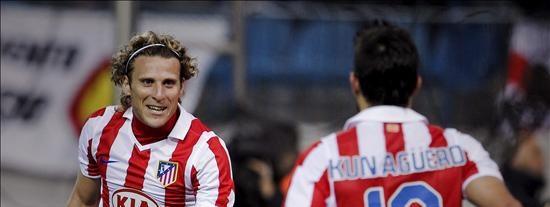 3-0. Forlán y Agüero lideran un triunfo convincente del Atlético ante Osasuna