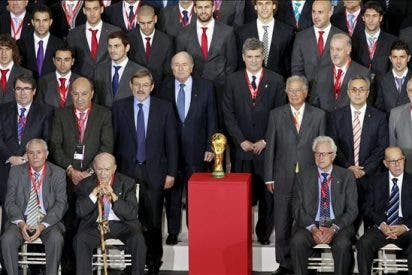 Blatter se rinde ante