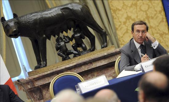 Berlusconi aboga por convocar elecciones si no tiene confianza del Parlamento
