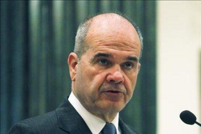 Chaves destaca la fortaleza de las finanzas españolas frente a la crisis de Irlanda