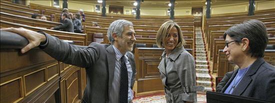 Chacón responde a IU y ERC que el ministerio de Defensa no vende armas