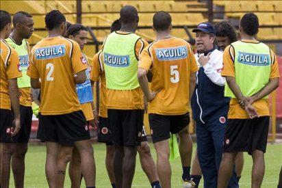 Colombia vuelve a ensayar con un '10'; Perú promete desempolvar su buen juego