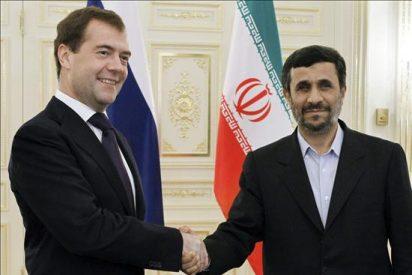 """Ahmadineyad listo para negociar y tilda las sanciones de """"picadura de mosquito"""""""