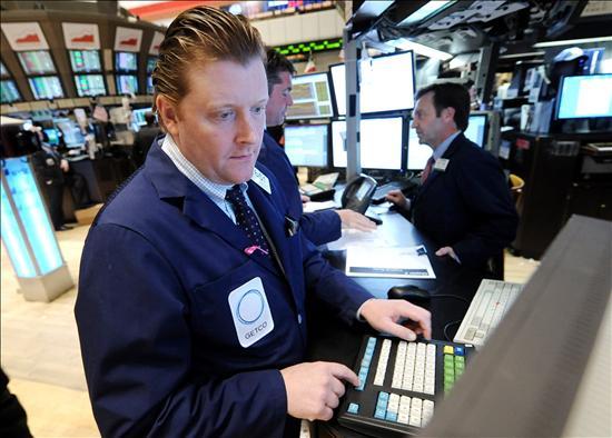 Las tecnológicas frenan las pérdidas en Wall Street