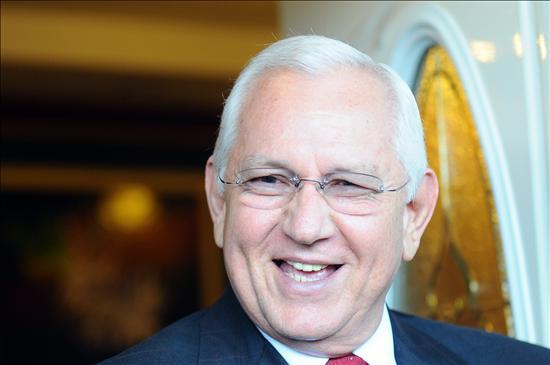Micheletti entrega a la Comisión de la Verdad un informe sobre el golpe de Estado