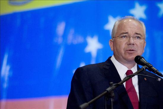 Venezuela prevé que la OPEP no modificará la cuota de producción en la cita de Ecuador
