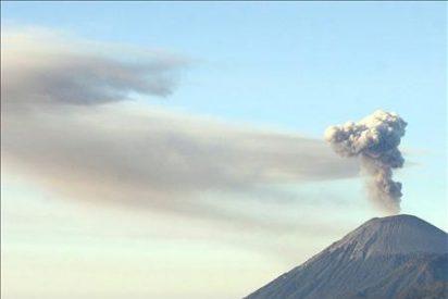 Alerta roja ante la actividad del volcán Bromo en la isla indonesia de Java