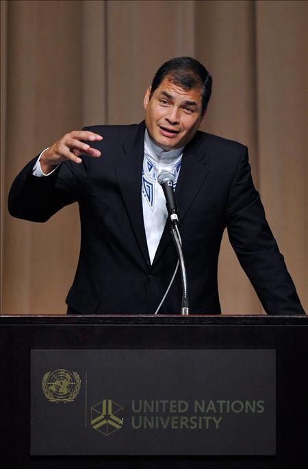 Correa se reunió con responsables de Repsol-YPF mientras se negocia contrato