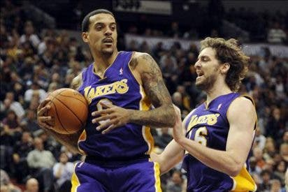 Lakers ganan con suspense y Nowitzki establece mejor marca