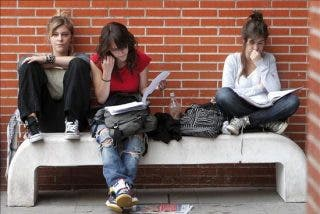 Pesimistas ante el futuro, los jóvenes pasan de política y de los políticos