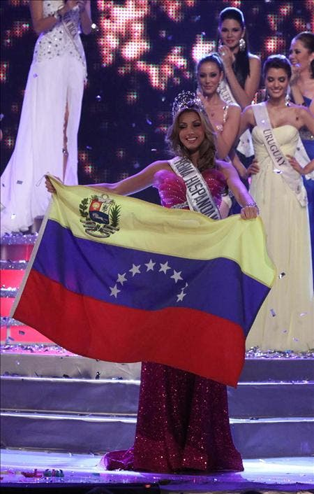 "La venezolana Caroline Medina se corona como la ""Reina Hispanoamericana"" 2010"