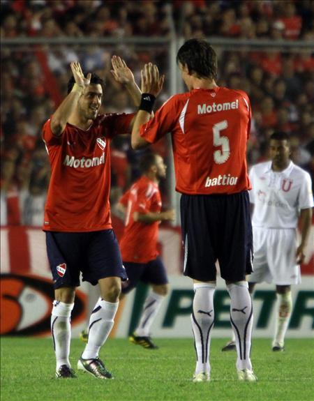 Los 'diablos rojos' queman al campeón y Goiás arruina la fiesta de Scolari