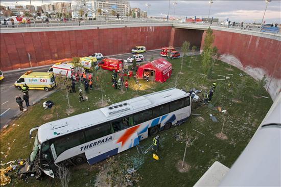 Un total de 38 empleados de General Motors resultan heridos en un accidente de autobús