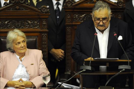 La esposa de José Mujica se convierte temporalmente en presidenta de Uruguay