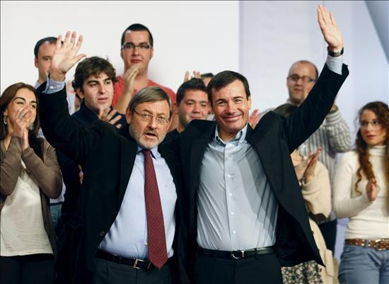 Rubalbaca y Tomás Gómez sellan su unión en la proclamación de Lissavetzky