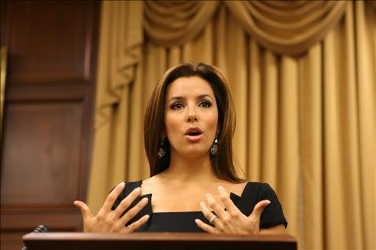 Eva Longoria se carga de trabajo tras presentar su demanda de divorcio