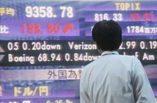 El Nikkei pierde los 10.000 puntos