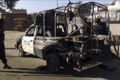 Seis muertos y 19 heridos en un atentado contra un furgón policial en Pakistán