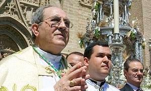 Asenjo justifica el bajo salario de los sacerdotes sevillanos