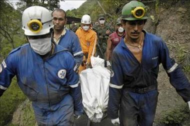 Emergencias en dos minas colombianas dejan dos muertos y seis atrapados