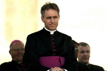El elegante secretario del Papa