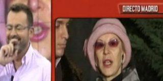 Karmele cuenta aterrada que la han amenazado y J.J. Vázquez se ríe de ella