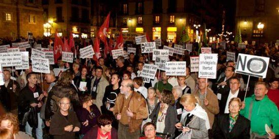 Manifestaciones en Barcelona y Compostela contra la visita del Papa