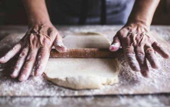 amasar la masa de empanadillas