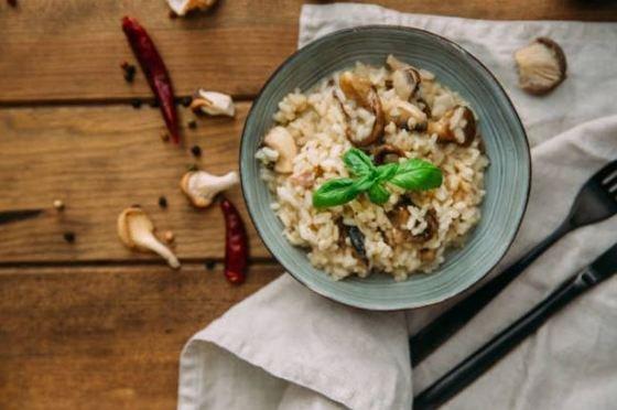arroz con setas y beicon