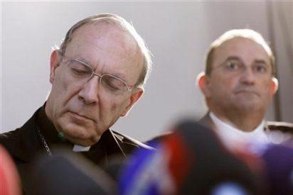 Lanzan una tarta a jefe de la Iglesia católica belga en la cara en plena misa