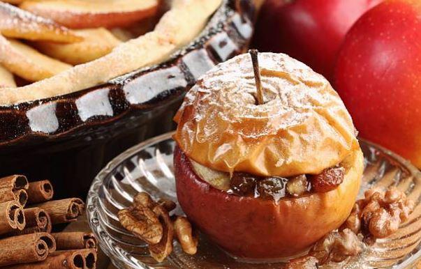 Manzanas asadas al microondas con ron y pasas