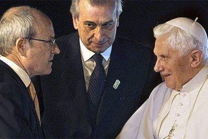 El Papa vincula el laicismo de la España de Zapatero con el anticlericalismo de la II República