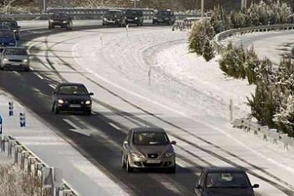 La nieve deja atrapados a conductores en varias carreteras