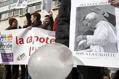 """Lombardi resalta la """"visión comprensiva"""" del Papa sobre el preservativo"""