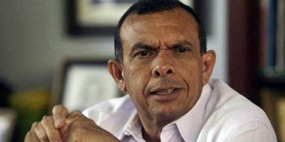 Porfirio Lobo dice que si de él dependiera indultaría a Zelaya y los militares