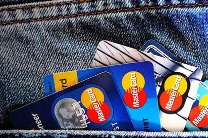 ¿Cuándo debo usar una tarjeta de crédito o una de débito?
