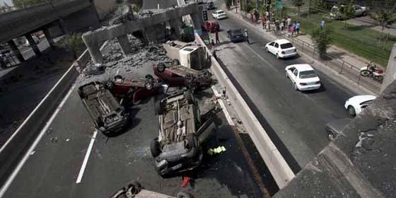 Comienza demolición de casas dañadas por terremoto y tsunami en Chile