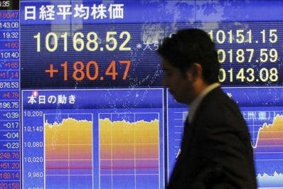 El Nikkei baja por la nueva subida del yen frente al dólar