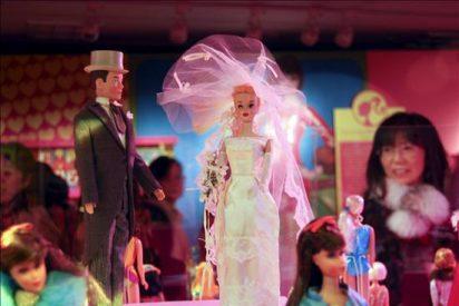 """La muestra """"50 aniversario de Barbie y Ken"""" reúne en Tokio 300 muñecas"""