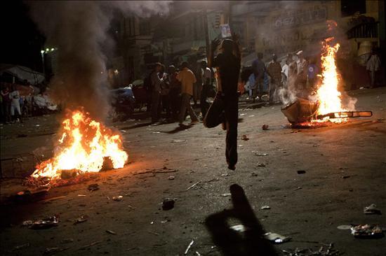Un muerto y diez heridos de bala en disturbios en el sur de Haití