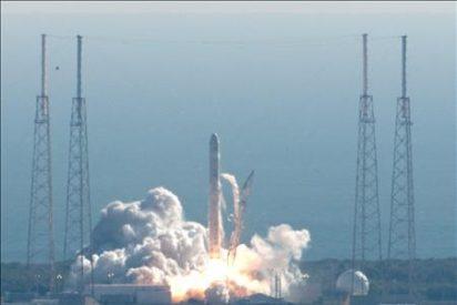La cápsula privada Dragon completa con éxito su primer viaje espacial