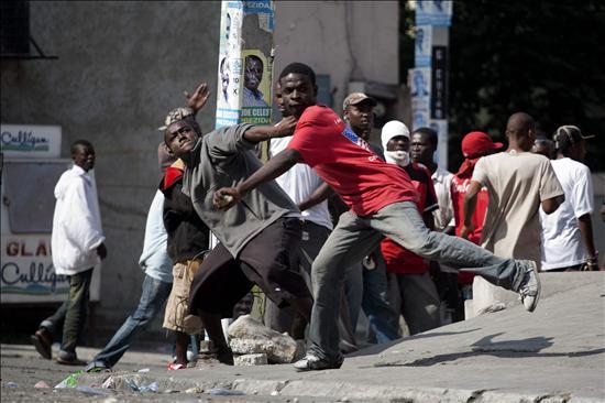 Puerto Príncipe, paralizada por los disturbios y la tensión