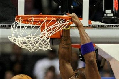"""86-87. Gasol registra un nuevo """"doble-doble"""" en una apurada victoria de los Lakers"""